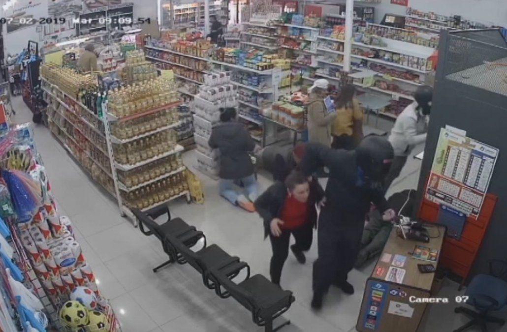 Robaron local de cobranzas en un supermercado cuando pagaban las jubilaciones