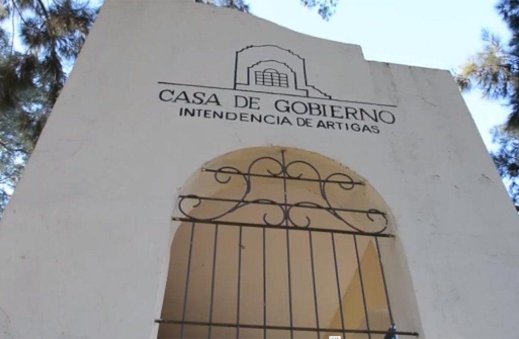 Delincuentes robaron sillones en la casa de gobierno de  Artigas y se fugaron en un bote