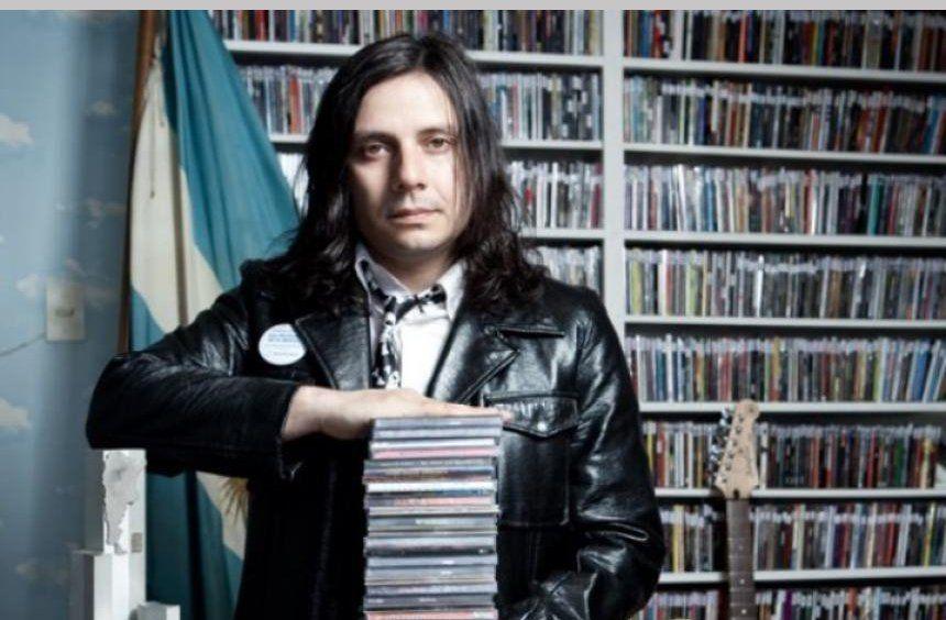 Humberto Cristian Aldana tiene 48 años.Estudió publicidad y cine hasta que se decidió por ser músico. Su hermana Fernanda también fue fundadora de la banda en 1987