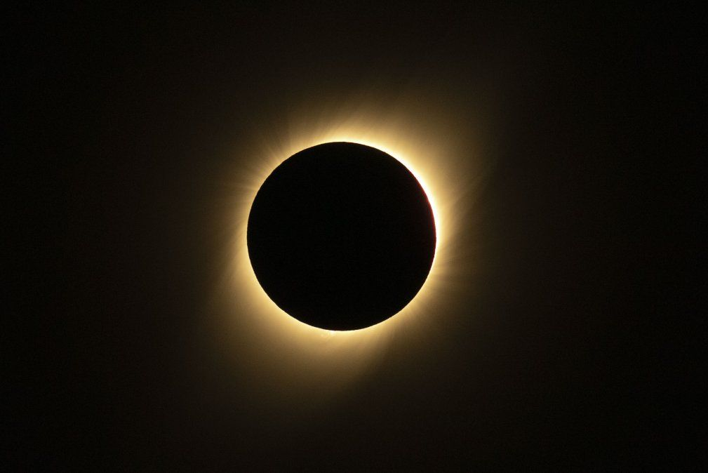 Un eclipse solar es visto desde La Huiguera