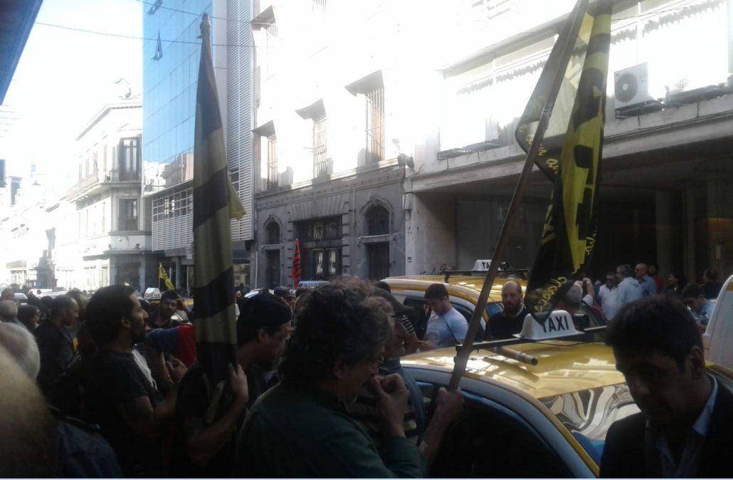 Hay paro de taxis desde la hora 16 por asamblea del sindicato de trabajadores