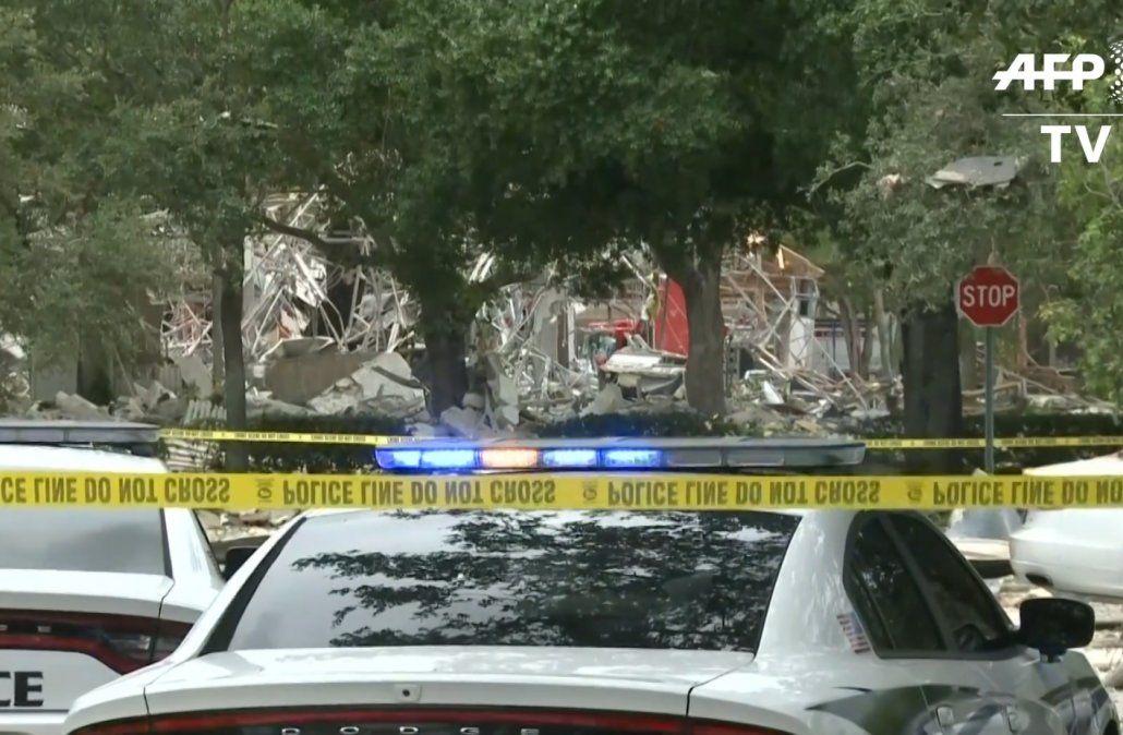 Una fuerte explosión en un centro comercial de Florida deja 21 heridos