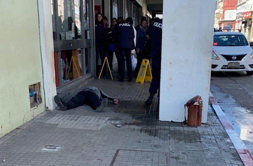 Hombre apuñaló a su ex pareja en terminal de Minas y luego se hirió a si mismo
