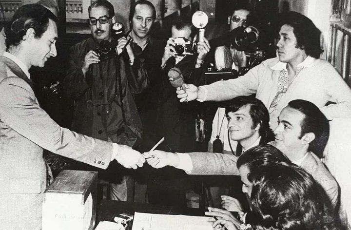 Votando en las elecciones de 1973. La fórmula radical con Ricardo Chino Balbín obtuvo 25% del electorado contra más del 60% del peronismo.