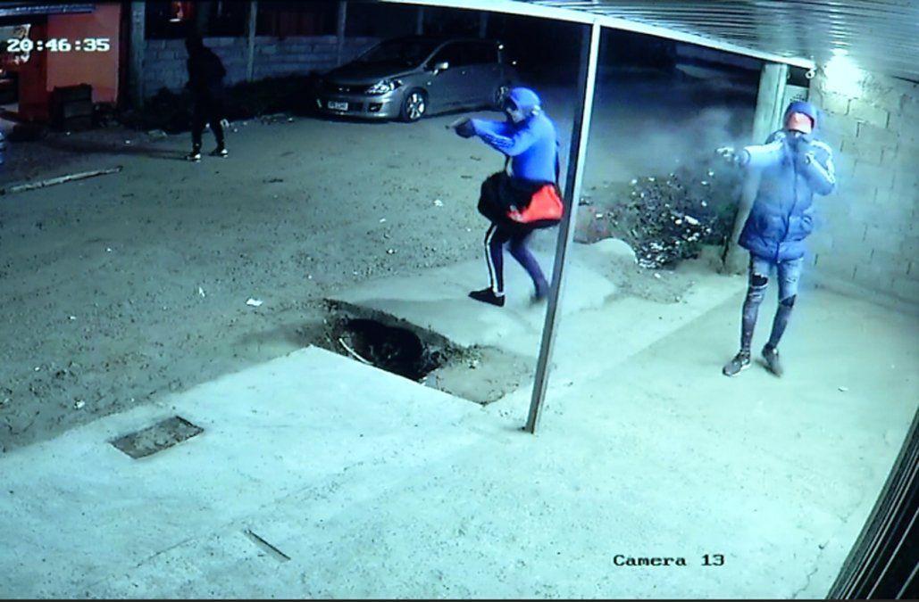 Delincuentes robaron dos comercios vecinos al mismo tiempo