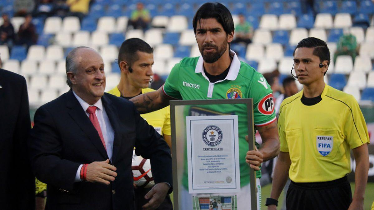 Washington Sebastián Abreu recibió el premio Guinness al ser el futbolista con más camisetas vestidas. Ese dìa debutaba en el Audax Italiano de Chile