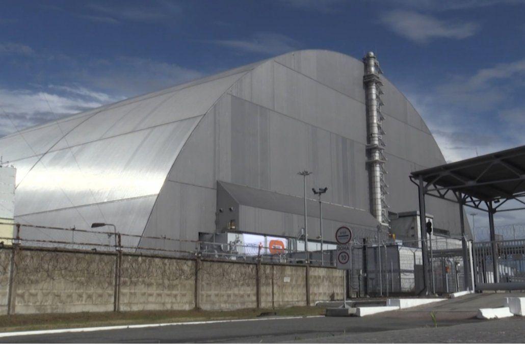 Ucrania inaugura la cúpula gigante que cubre reactor accidentado de Chernobyl