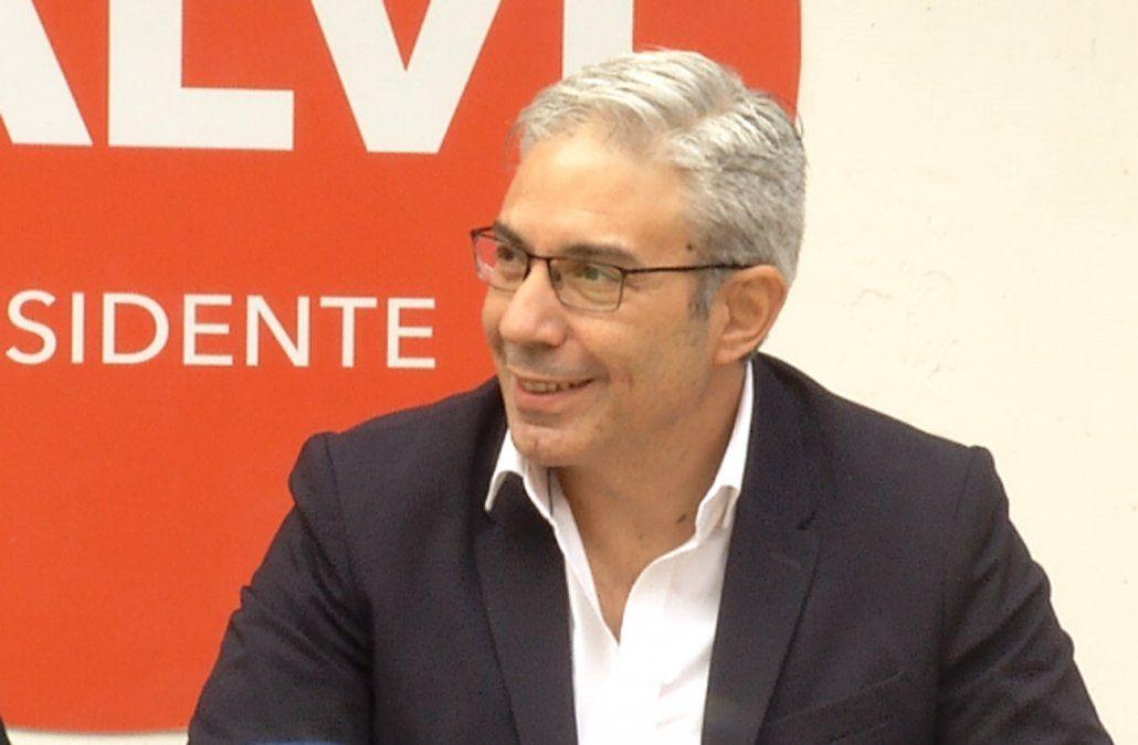 Talvi llevó a la Corte la opinión de 9 juristas a favor de la candidatura de Robert Silva