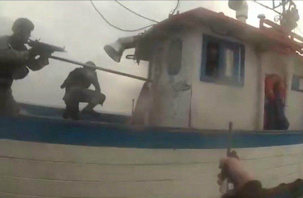Así detuvo la Armada un barco brasileño que pescaba de forma ilegal en Uruguay