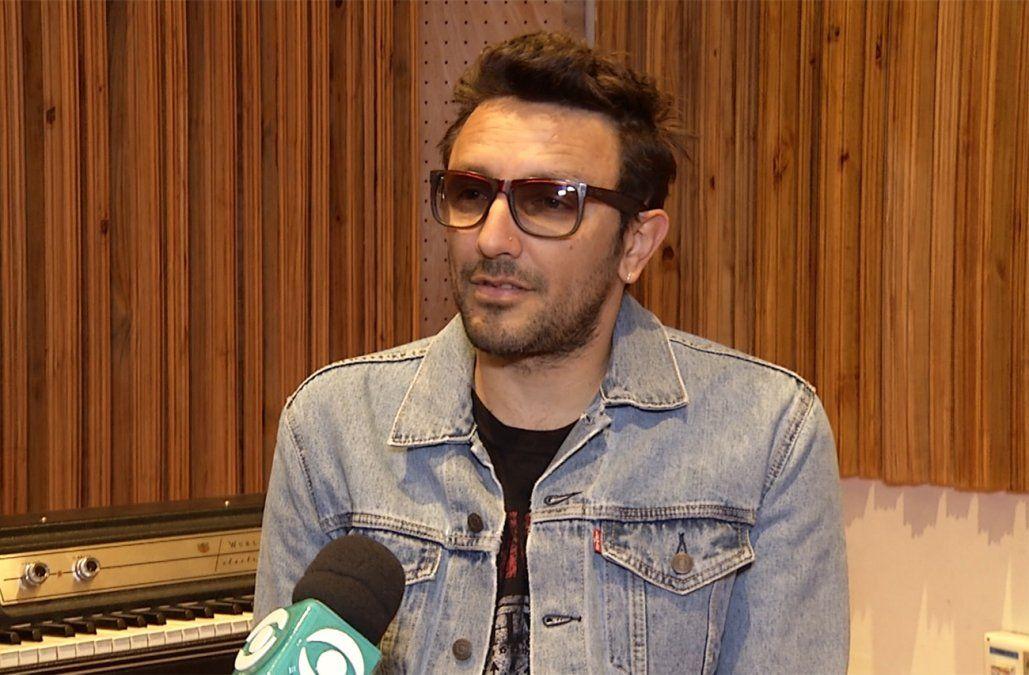 Emiliano Brancciari fue detenido sin libreta de conducir y con pastillas en la ruta argentina