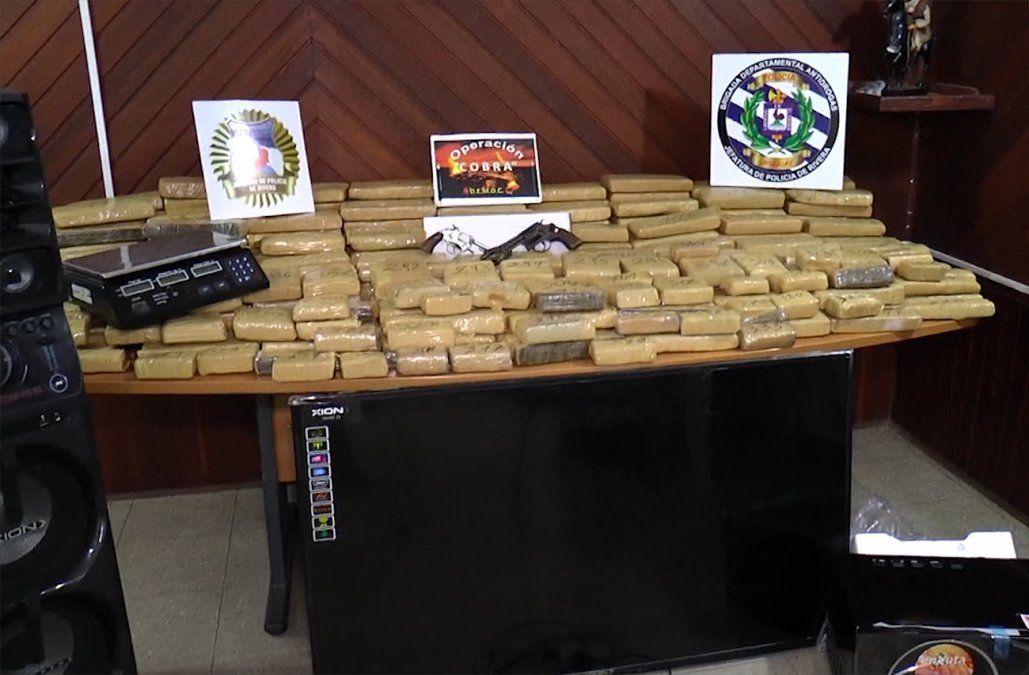 Una mujer policía fue detenida en operativo que incautó 334 paquetes de marihuana en Rivera