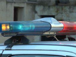 Una camioneta chocó contra una pared y mató a una mujer que iba por la vereda