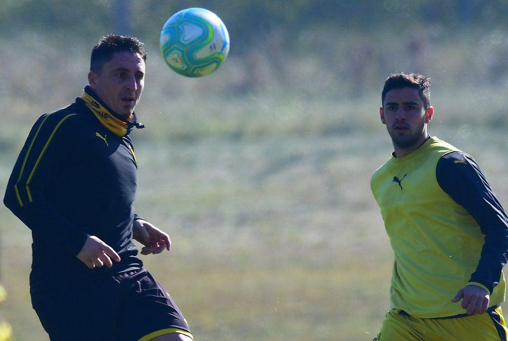 Cebolla Rodríguez volverá a la titularidad este fin de semana. No está al 100%. Le falta fútbol. las ausencias de Brian Rodríguez y Darwin Núñez le dan la oportunidad de un regreso a pleno.