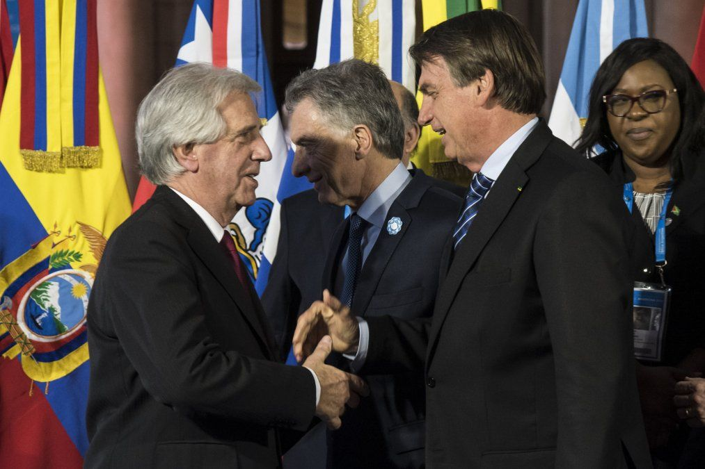 Vázquez saluda a Bolsonaro y por detrás Macri ne la cumbre del Mercosur. Uruguay logró atenar la declaración sobre Venezuela