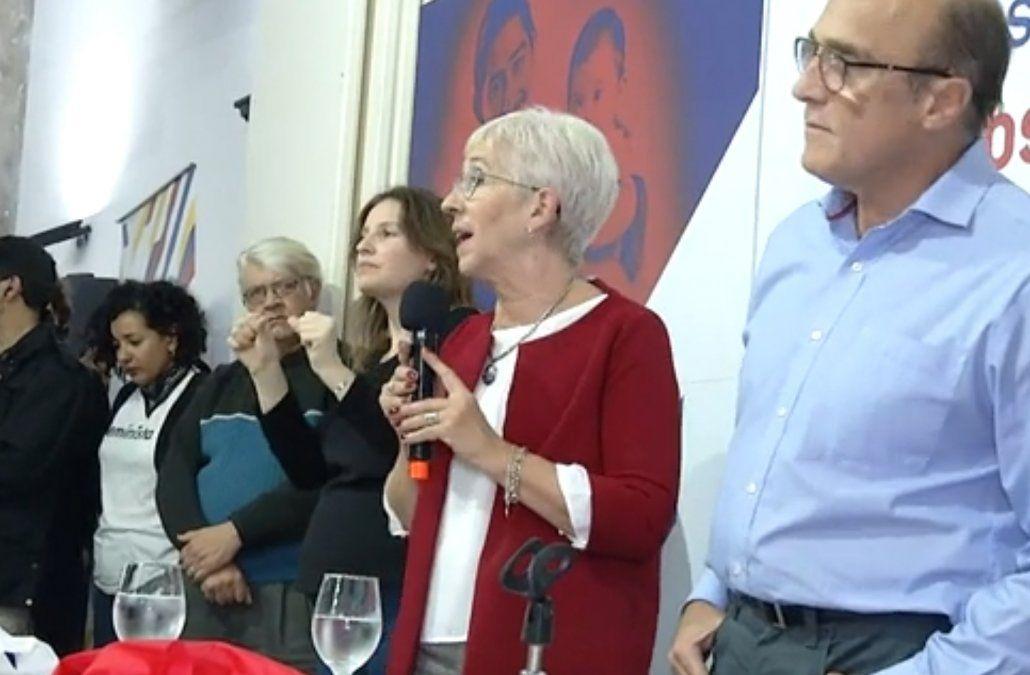 Graciela Villar retoma la consigna de Seregni oligarquía-pueblo del año 1971 para llamar a movilizarse de cara a las eleciones. El candidato Daniel martinez advirtió que su compañera de fórmula traería emociones a la campaña electoral. Ella admitió tener un discurso de barricada