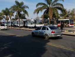 Dos delincuentes abatidos y otros dos apresados en terminal de ómnibus