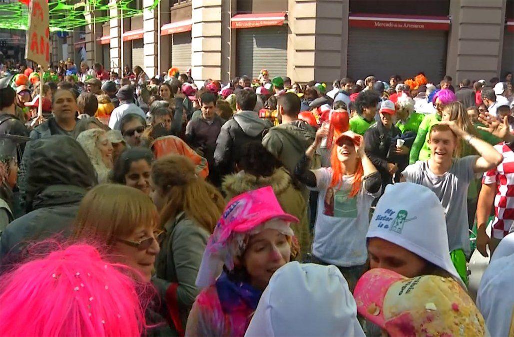 Polémica entre vecinos y egresados de Medicina por festejo en Mercado del Puerto