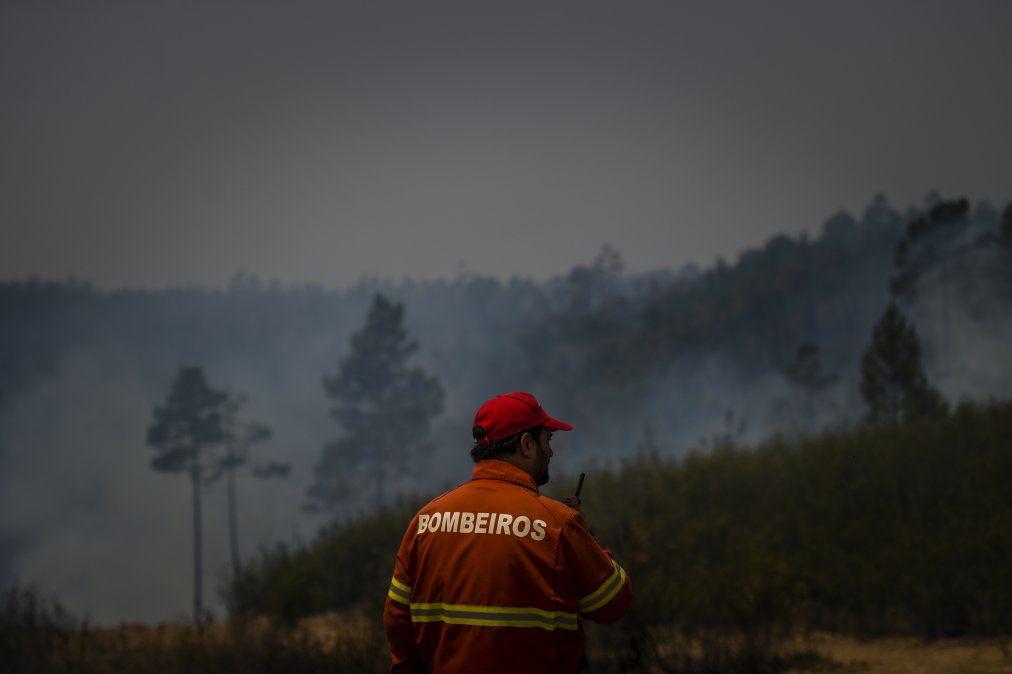 Portugal moviliza a más de 1.300 bomberos contra vasto incendio