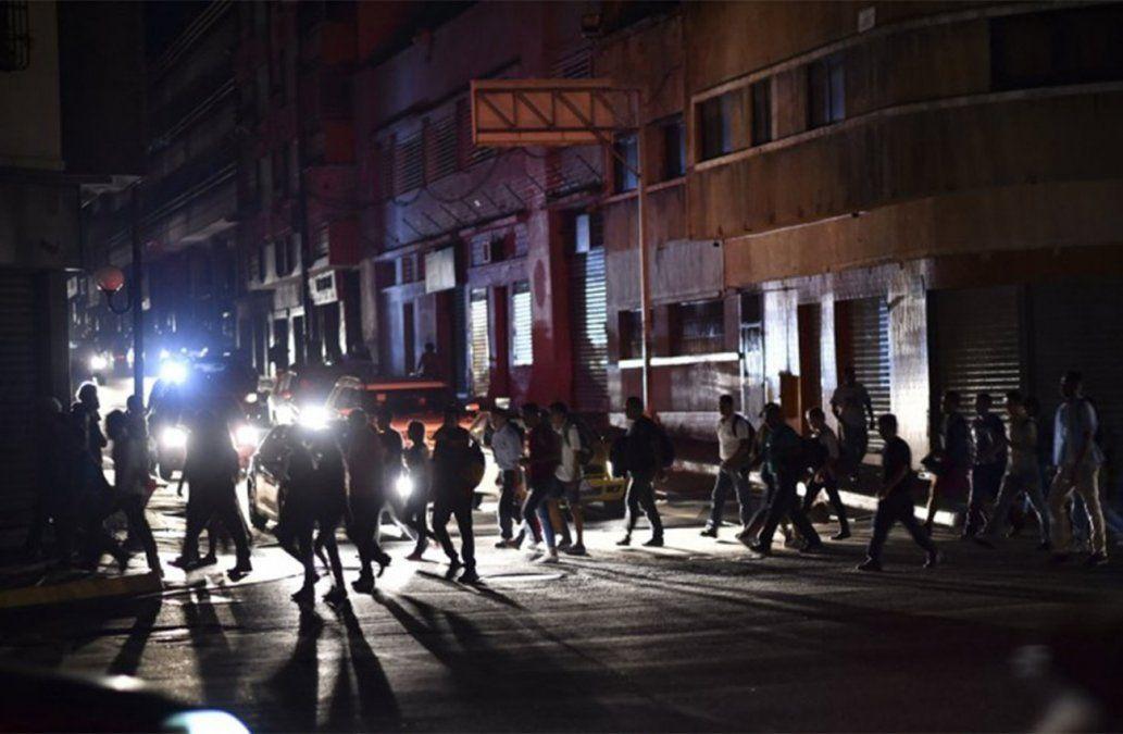 Caracas y varias regiones de Venezuela sufrieron este lunes un masivo apagón