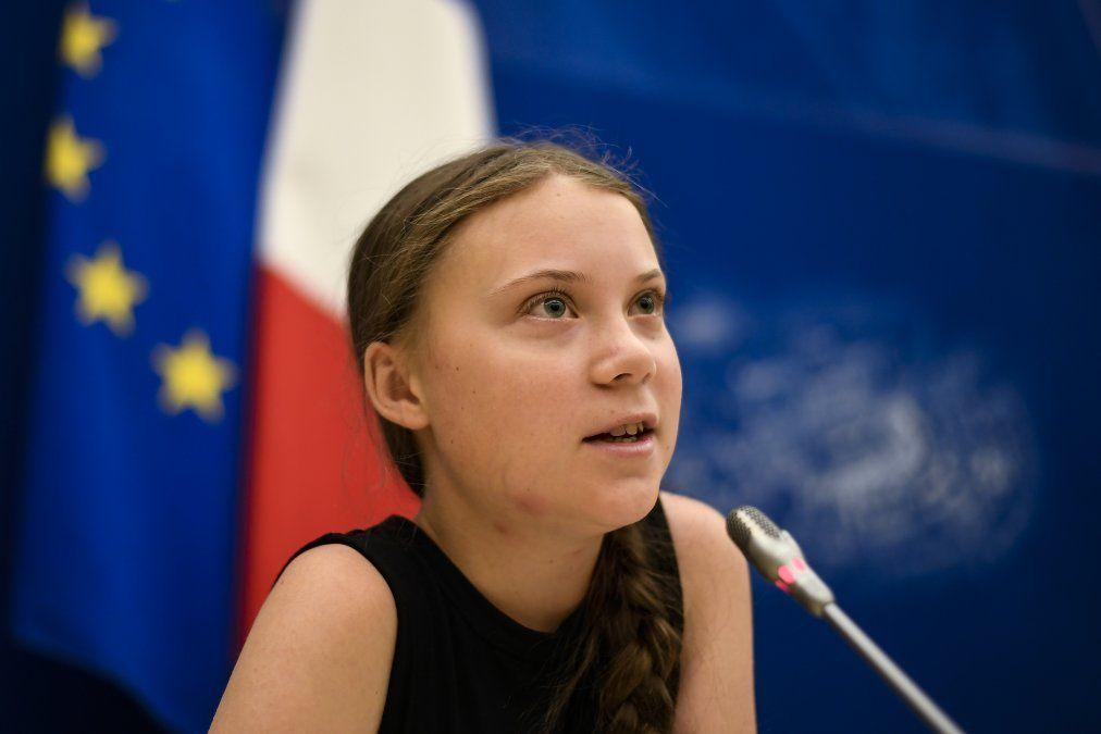 La activista sueca por el clima Greta Thunberg habla durante un encuentro en la Asamblea Nacional Francesa