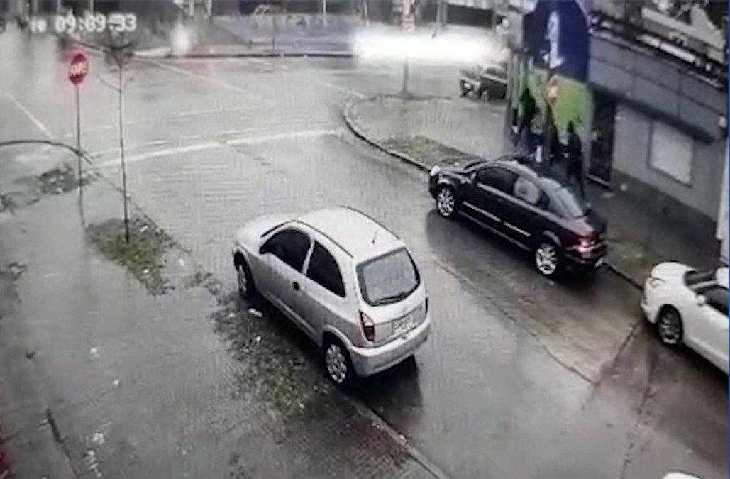 Rociaron un Redpagos con combustible y robaron a un cliente