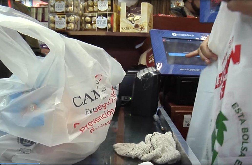 Martínez propone crear una ley para reducir el plástico de un solo uso