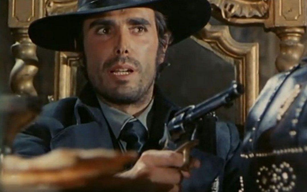 George Hilton con su estampa de pistolero