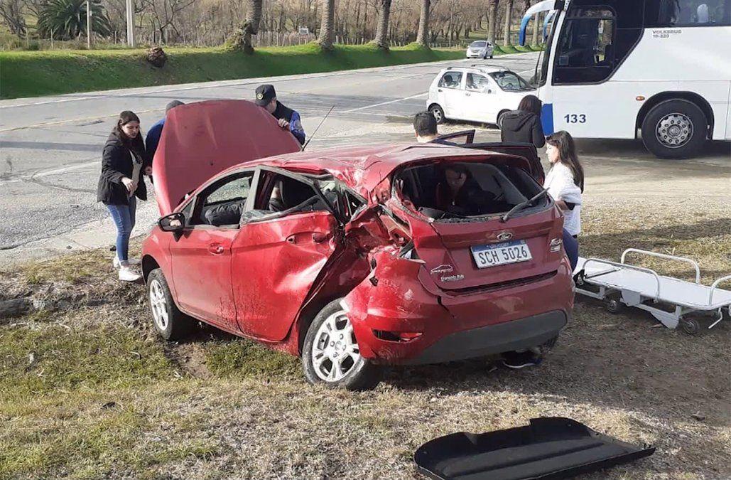 Un motociclista murió y su acompañante está grave tras chocar contra un auto en ruta 1