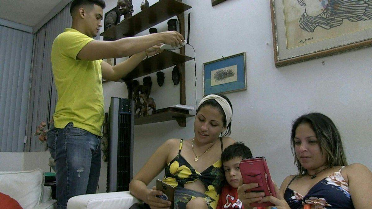 Las familias cubanas acceden a a internet de a poco. El gobierno llamaal uso responsable de los ciudadanos