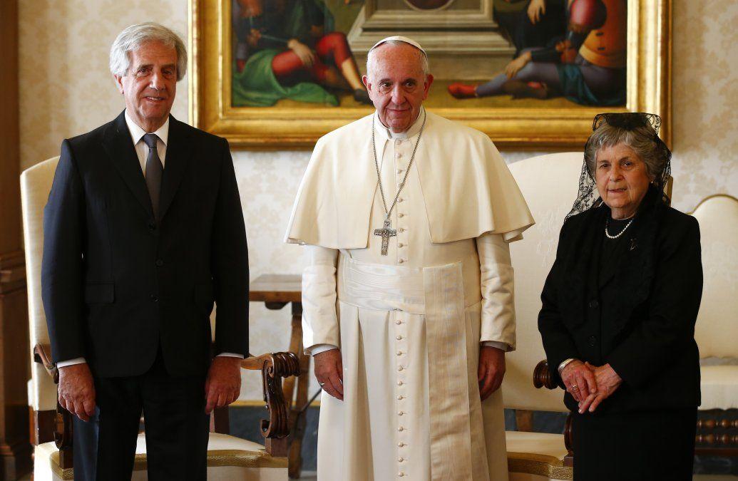 María auxiliadora y Tabaré Vázquez con el papa Francisco en una visita privada en 2016