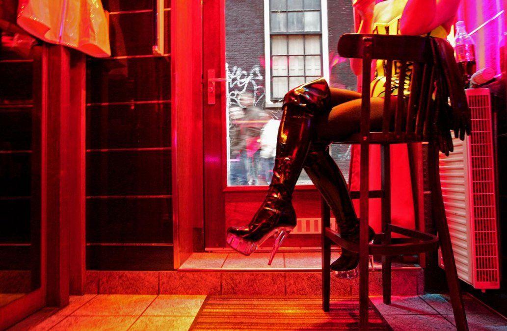 Prostitutas de Ámsterdam se resisten a desaparecer del Barrio Rojo