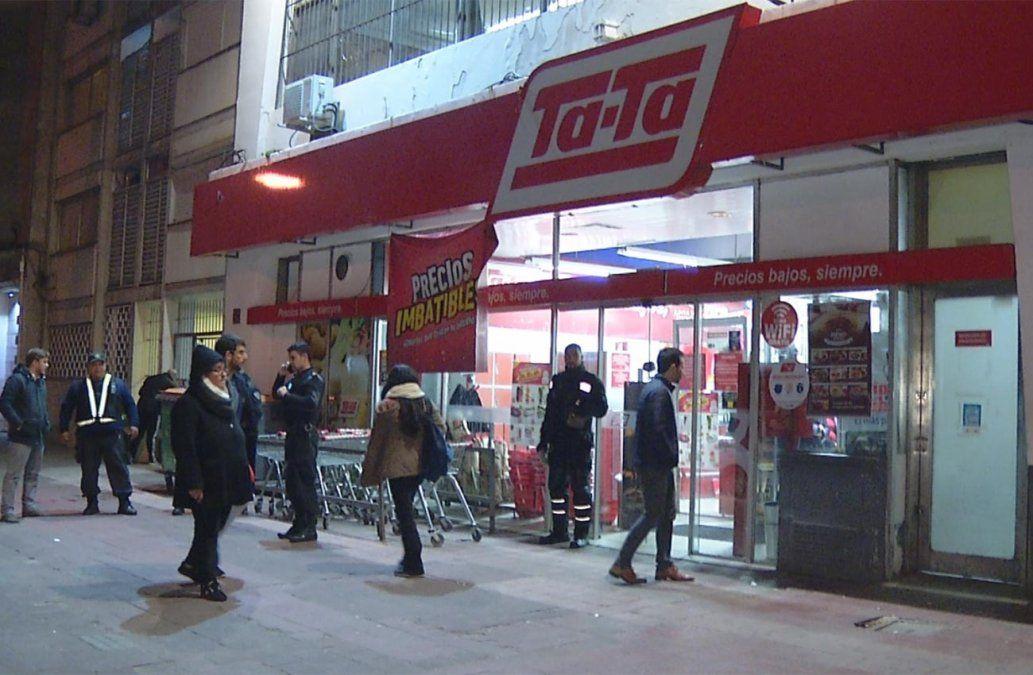 Rapiñaron supermercado Ta-Ta de Cordón y se llevaron $ 100.000