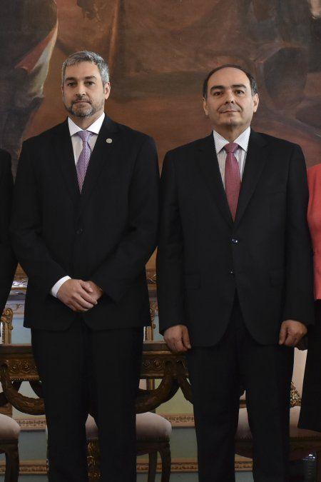 El presidente paraguayo Mario Abdo junto a Antonio Rivas nuevo canciller en reemplazo de Alberto Castiglioni