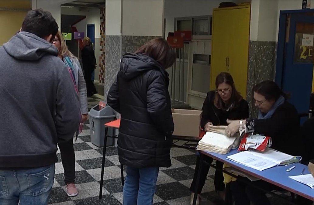 Corte Electoral presentó detalles del pre-referéndum del domingo contra la Ley Trans