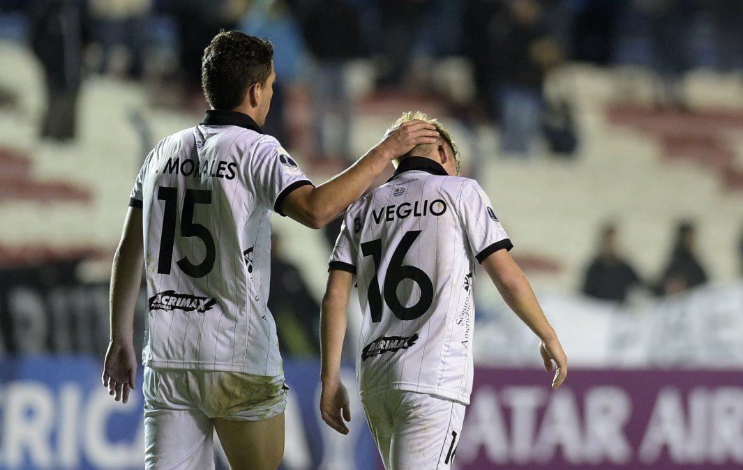 Wanderers cayó 2-1 ante Corinthians y quedó fuera de la Sudamericana