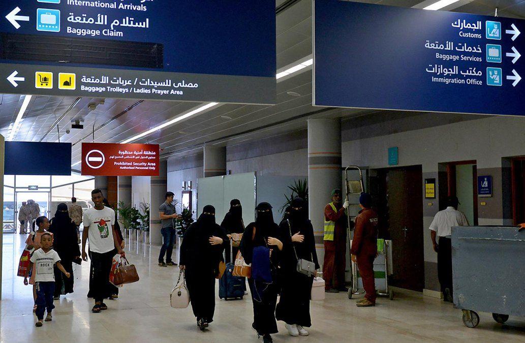 Arabia Saudita permitirá a las mujeres viajar sin autorización de un tutor masculino
