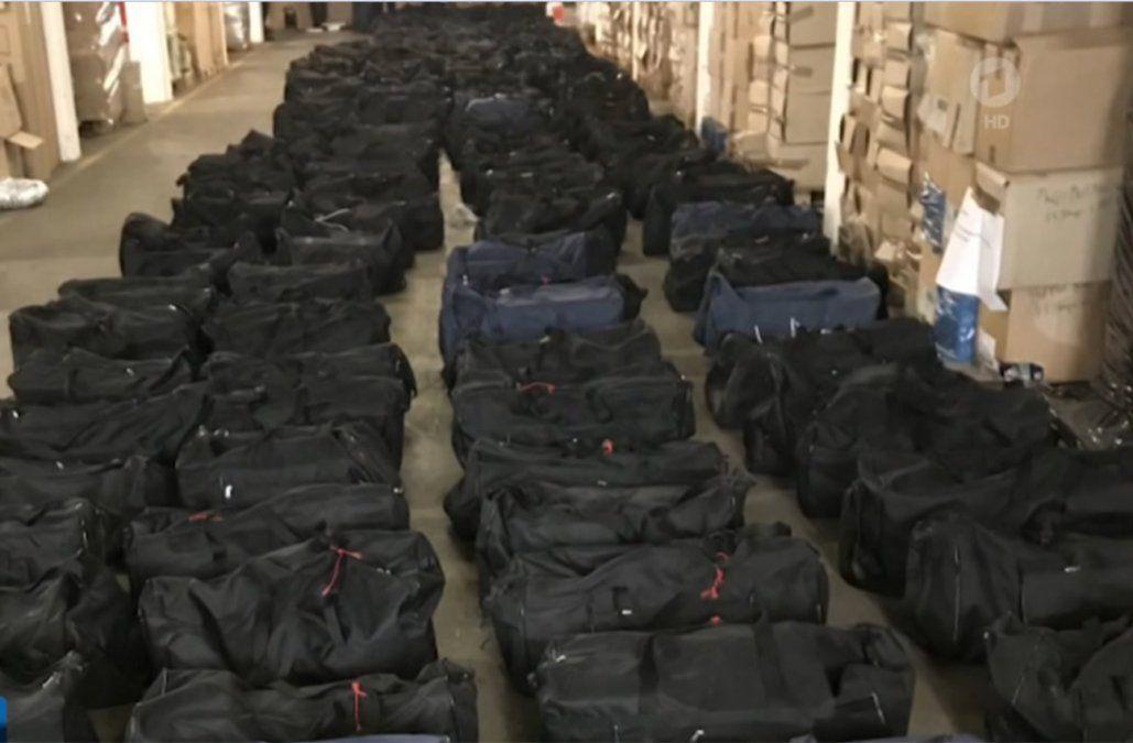 Foto: Los más de 200 bolsos con cocaína que había dentro del contenedor descubierto en Hamburgo.