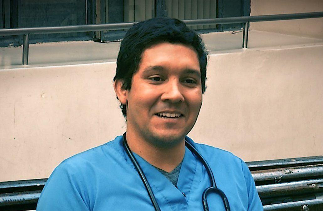 Juan Carlos recorrió un largo camino para convertirse en doctor