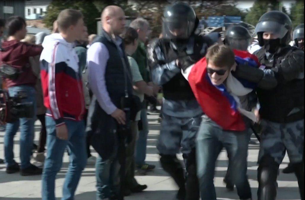 800 detenidos en Moscú en nuevo fin de semana de protestas por elecciones