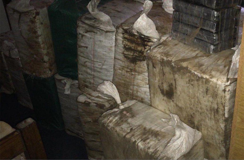Allanamientos en Parque del Plata y Salto tras incautación de 870 kilos de cocaína