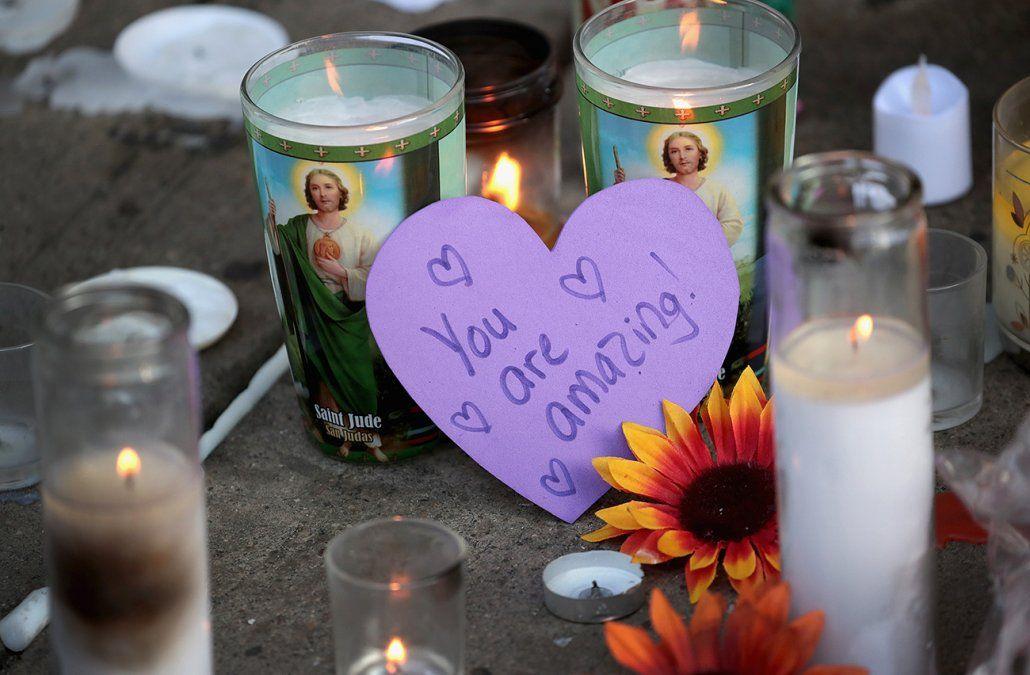 Velas prendidas durante la vigilia en Ohio