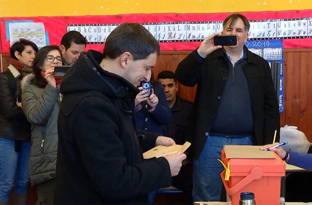 Foto: Carlos Iafigliola en el momento de votar el domingo.