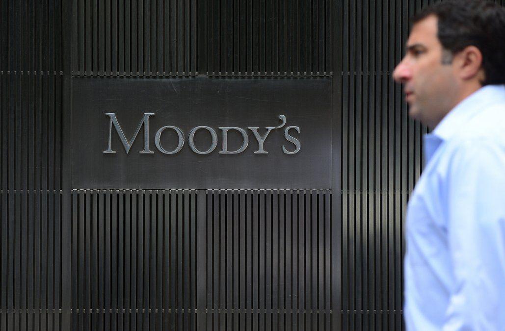 Moodys mantuvo la calificación de la deuda uruguaya un escalón arriba del grado inversor
