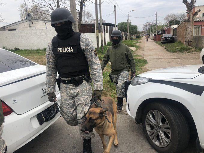 Operativo policial en el 40 Semanas en busca de armas, drogas y personas requeridas