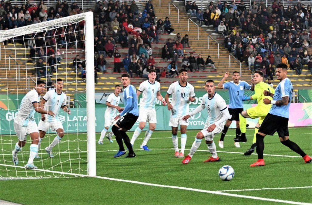 Uruguay cayó 3-0 ante Argentina e irá por el bronce frente a México