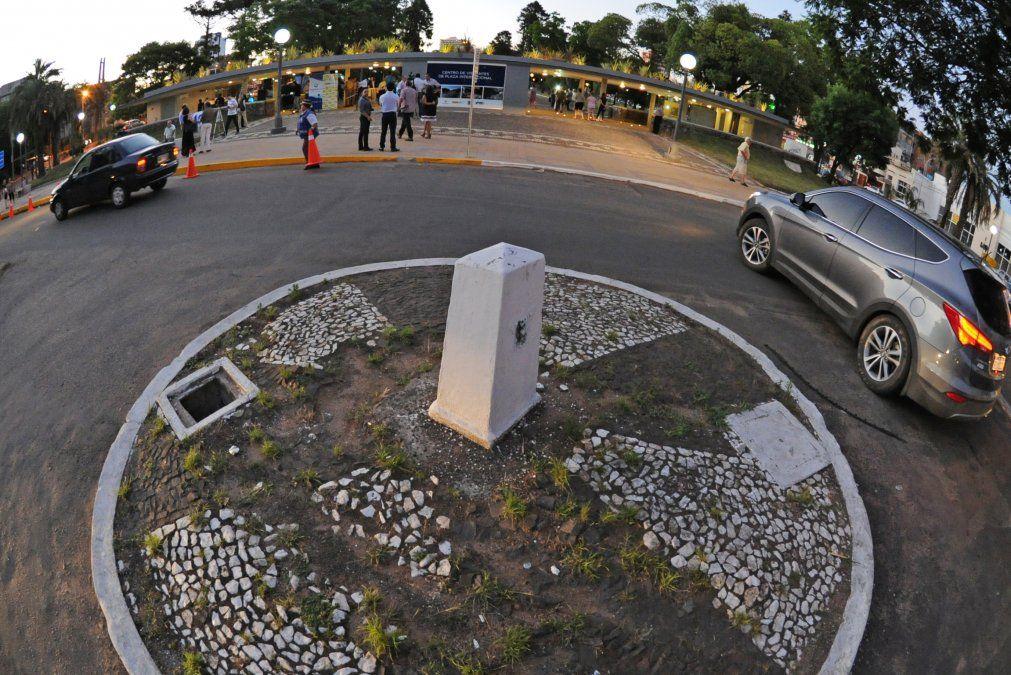Mojón que se ubica en el límite entre Rivera y Santana do Livramento. El docente imputado vive de los dos lados de la frontera. La fiscalía advirtió al juez sobre riesgo de fuga