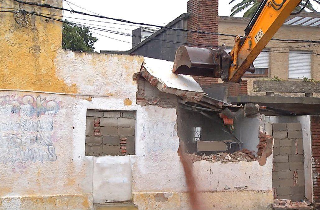 Comenzaron a demoler una casa usada por Los Ricarditos, una banda narco del Cerro