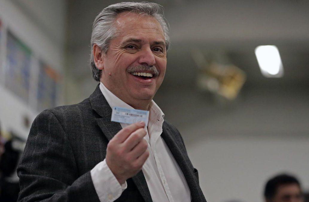 Alberto Fernández logró 47% de los votos frente a Macri que apenas tuvo 32%