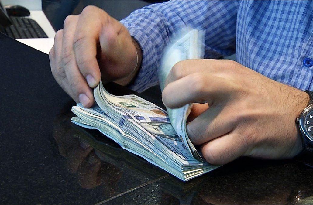 El dólar subió en Uruguay tras la fuerte devaluación Argentina y el Central tuvo que intervenir