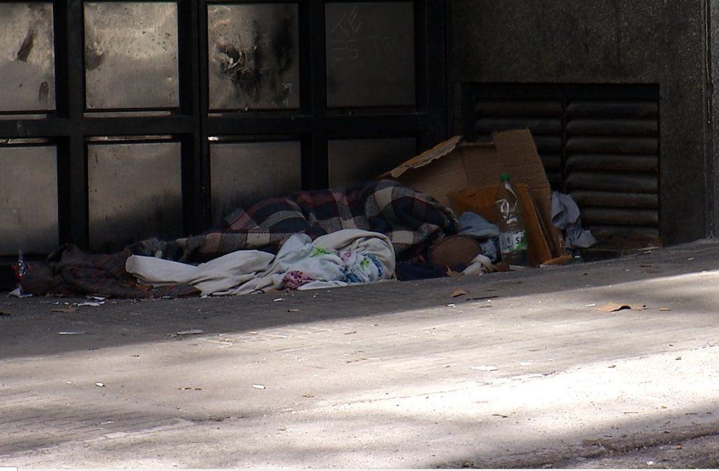 Niño de 12 años en situación de calle moviliza a vecinos que reclaman ayuda del Estado